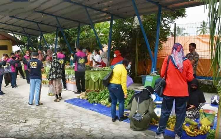 Pasar tani yang digelar di Dinas Pertanian Barito Utara, Jumat, 5 Maret 2021.