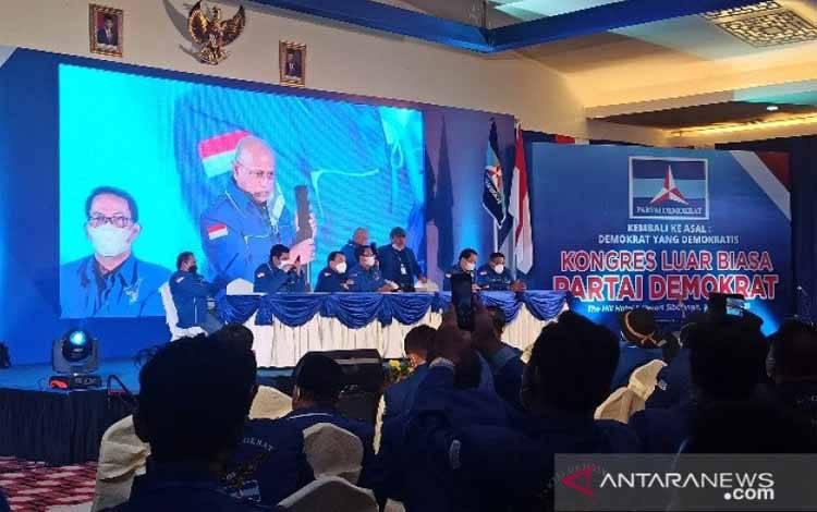 Peserta KLB saat menghubungi Moeldoko dalam Kongres Luar Biasa (KLB) di Hotel The Hill Sibolangit, Kabupaten Deli Serdang, Sumatera Utara, Jumat (5/3/2021)