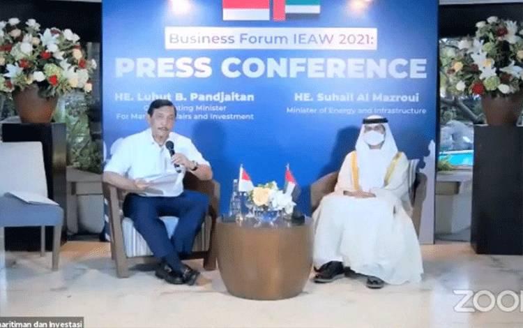 Tangkapan layar Menko Kemaritiman dan Investasi Luhut Binsar Pandjaitan (kiri) dan Menteri Energi dan Infrastruktur UEA Suhail Al Mazroui (kanan) dalam jumpa pers di Jakarta, Jumat (5/3/2021) (ANTARA/Youtube Kemenko Kemaritiman dan Investasi)