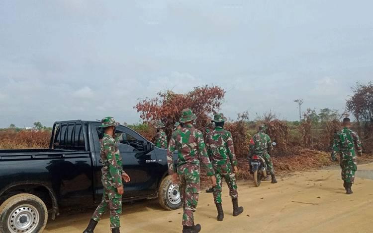 Personel Koramil 1014 - 06/Sukamara rutin patroli lokasi rawan Karhutla.