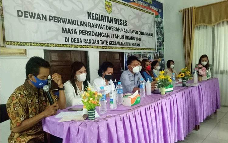 Anggota DPRD Kabupaten Gumas dari dapil I ketika melakukan reses di Desa Rangan Tate, Kecamatan Mihing Raya, pekan lalu.