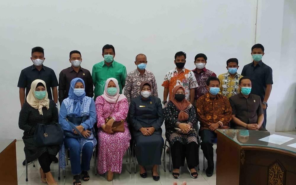 Ketua Komisi II DPRD Hulu Sungai Tengah, H Johar Arifin beserta anggota lainnya ketika berkunjung ke DPRD Kabupaten Barito Utara, Senin, 8 Maret 2021.