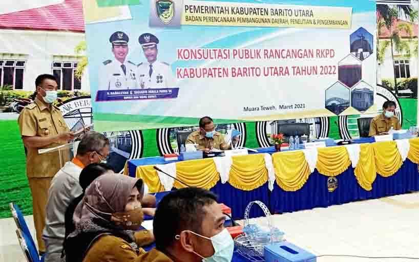 Wakil Bupati Barito Utara, Sugianto Panala Putra membuka secara resmi kegiatan konsultasi publik rancangan RKPD tahun 2022 secara virtual di aula Bappeda Litbang, Senin, 8 Maret 2021.