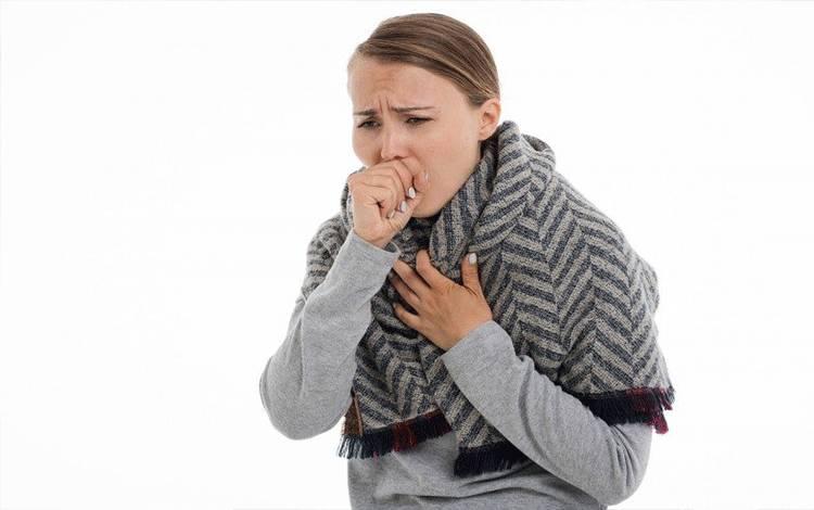 Ilustrasi seseorang batuk (Pixabay)