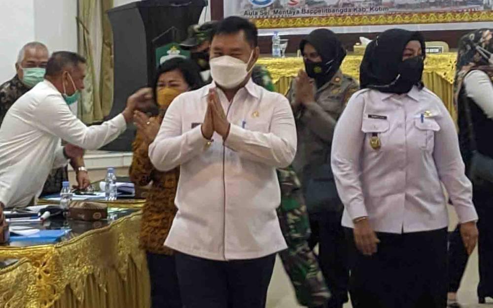 Bupati Kotim Halikinnor saat menghadiri kegiatan pemerintahan.