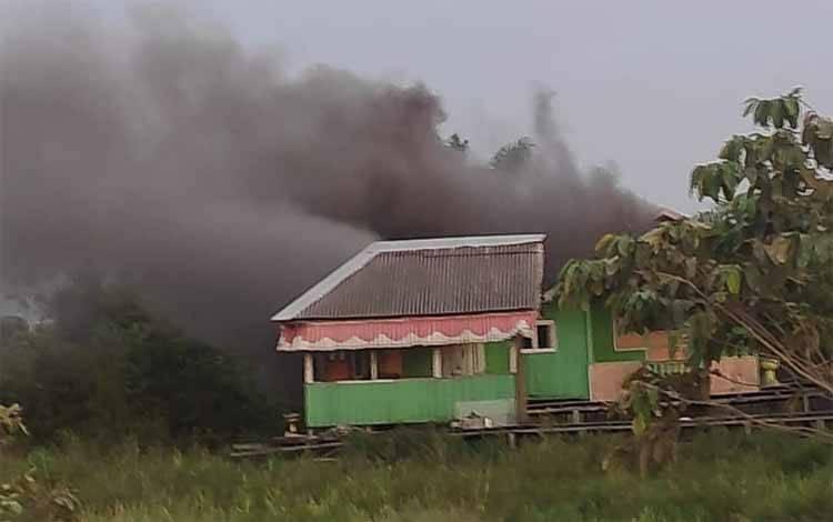 Kebakaran rumah yang terjadi di RT 5 Kelurahan Raja Seberang, Kamis, 11 Maret 2021