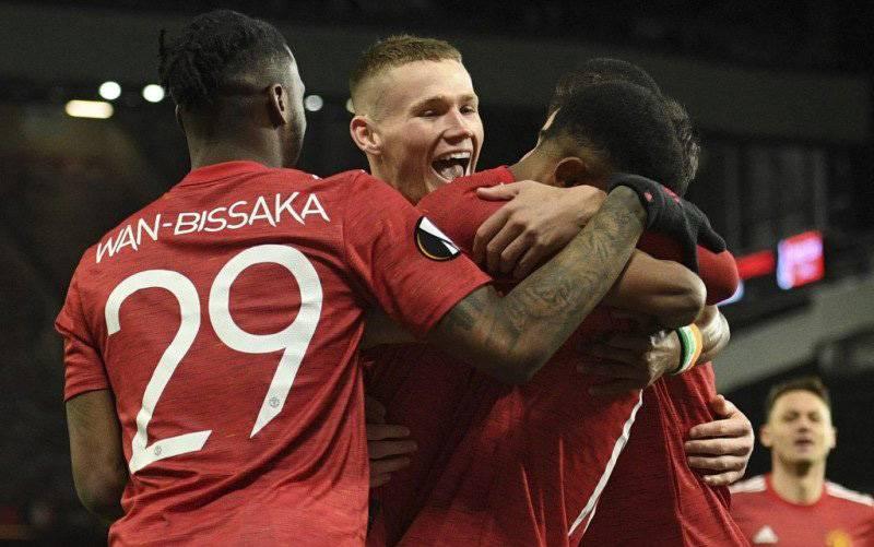 Foto arsip 11 Maret 2021 ketika Manchester United bermain seri 1-1 melawan AC Milan di Old Trafford. Tiga hari kemudian MU menang 1-0 atas West Ham di tempat yang sama. (foto : AFP/OLI SCARFF)