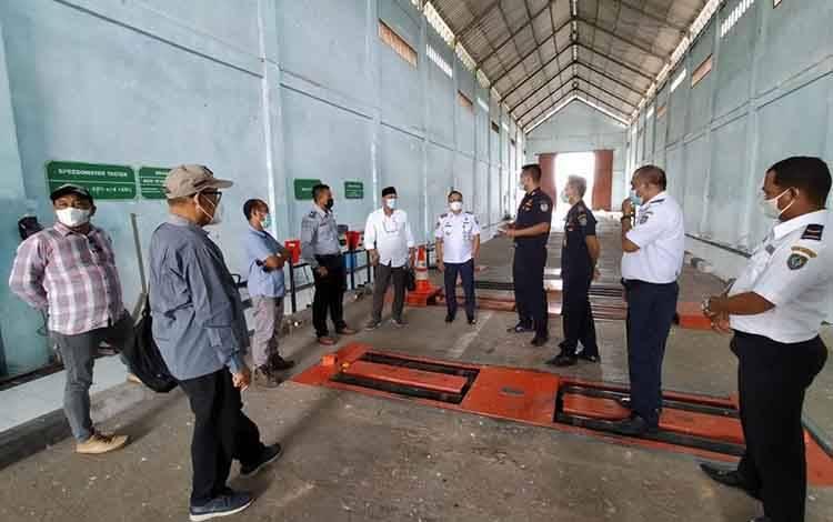 Rombongan Komisi II DPRD Seruyan, mengunjungi Unit Pengujian Kendaraan Bermotor di Desa Rungau Raya, Kecamatan Danau Seluluk
