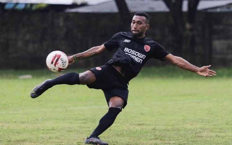 atrich Wanggai saat menjalani latihan jelang tampil di Piala Menpora 2021.