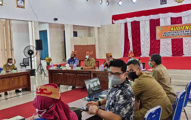 Audiensi pemekaran Provinsi Kotawaringin yang digelar Pemkab Sukamara di aula kantor bupati, Senin, 22 Maret 2021.