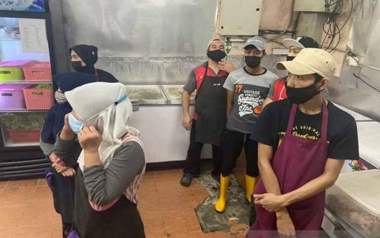 JIM Putrajaya telah menyerbu dua buah restoran Selasa (23/3) pukul 15.00 dalam suatu operasi (Ops Selera) karena diduga mempekerjakan warga asing tanpa surat izin yang sah sebagai pekerja
