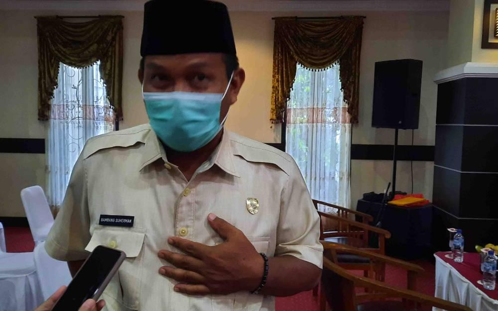 Wakil Ketua II DPRD Kobar Bambang Suherman saat menghadiri pelantikan Pengurus KONI Kobar 2021 - 2025.