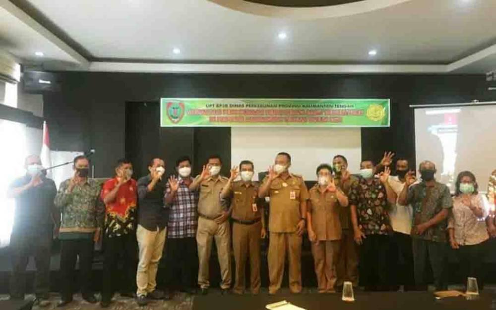 Kepala Dinas Pertanian Barito Utara, Syahmiludin A Surapati mengikuti sosialisasi penggunaan benih kepala sawit bersertifikat yang diadakan oleh Dinas Perkebunan Provinsi Kalimantan Tengah di Palangka Raya.