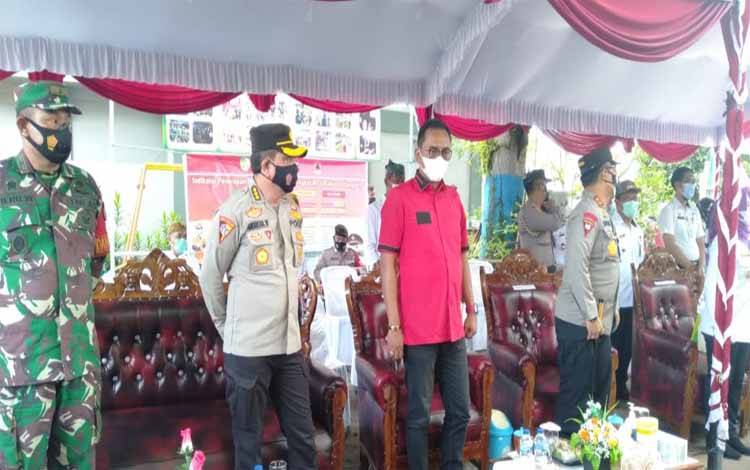 Ketua DPRD Kota Palangka Raya, Sigit K Yunianto saat menghadiri peresmian PPKM mikro