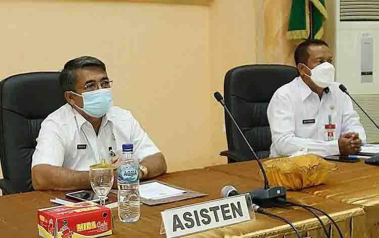 Asisten III Setda Seruyan Tunjarsyah didampingi Kepala Bappeda Seruyan pada kegiatan Musrenbang