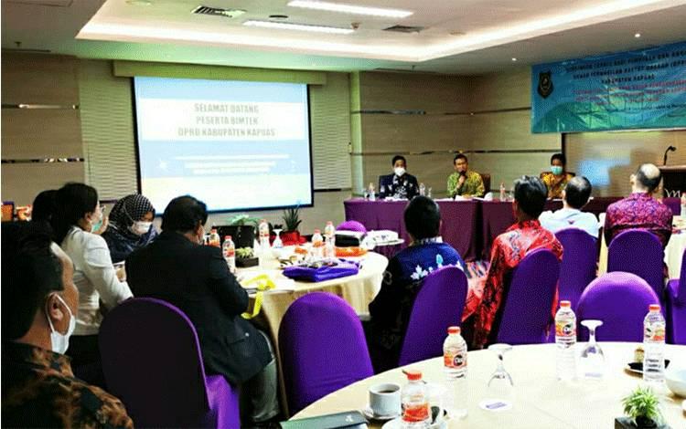 Anggota DPRD Kapuas saat ikuti Bimtek yang digelar PPPSDM LPPM ULM di Banjarmasin.