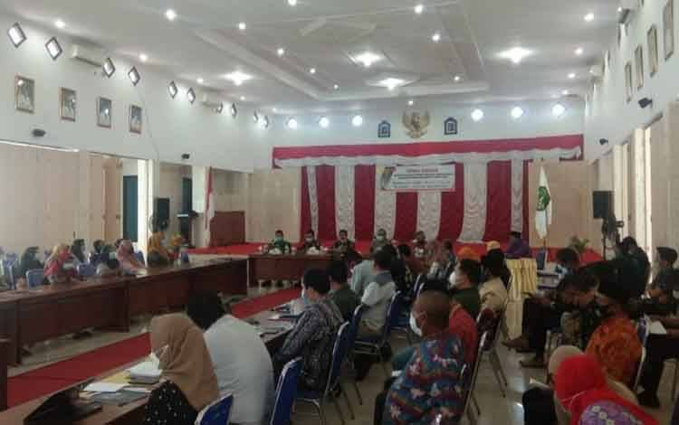 Pembukaan temu usaha pelaku UMKM dan industri kecil dengan perbankan di Kabupaten Sukamara, Kamis, 1 April 2021.