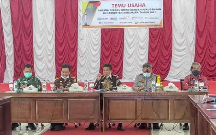 Pembukaan temu usaha antar pelaku UMKM dan industri kecil bersama perbankan di Kabupaten Sukamara, Kamis, 1 April 2021.