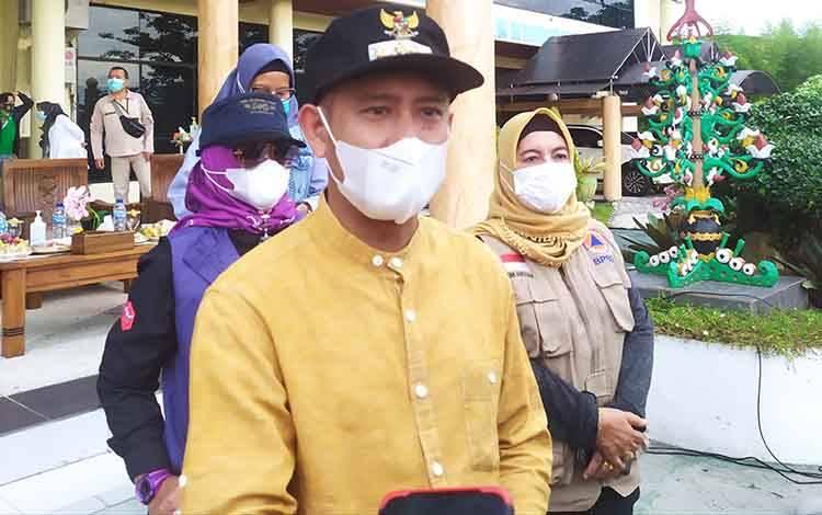Wali Kota Palangka Raya Fairid Naparin.
