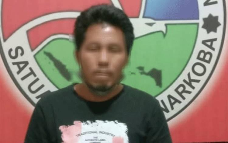 BS, tersangka pengedar sabu 54 paket di Samba Katung diamankan polisi.