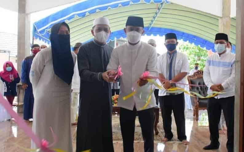 Wali Kota Palangka Raya, Fairid Naparin saat meresmikan Masjid Al Khaidir, Jumat, 1 April 2021.