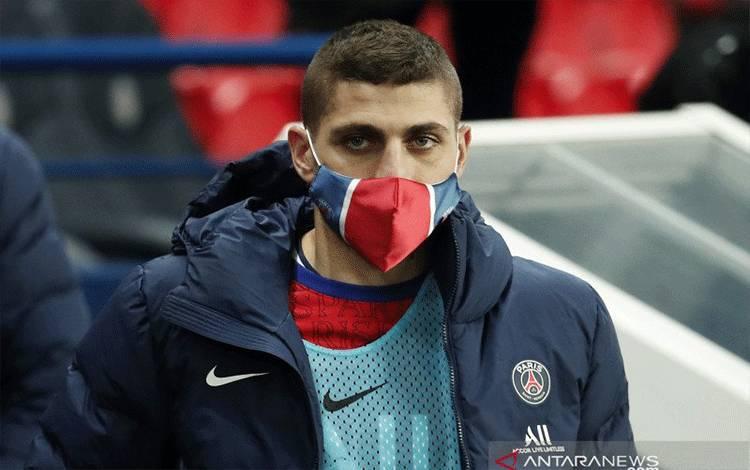 Pemain Paris St Germain Marco Verratti terlihat sebelum pertandingan timnya melawan AS Monaco di Parc des Princes, Paris, pada 21 Februari 2021. (ANTARA/REUTERS/BENOIT TESSIER)