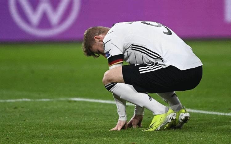 Striker Jerman Timo Werner terpukul setelah menyia-nyiakan kesempatan menciptakan gol ketika negaranya bertanding dalam kualifikasi Piala Dunia 2022 melawan Mekedonia Utara di Duisburg, Jerman, 31 Maret 2021. (AFP/INA FASSBENDER)