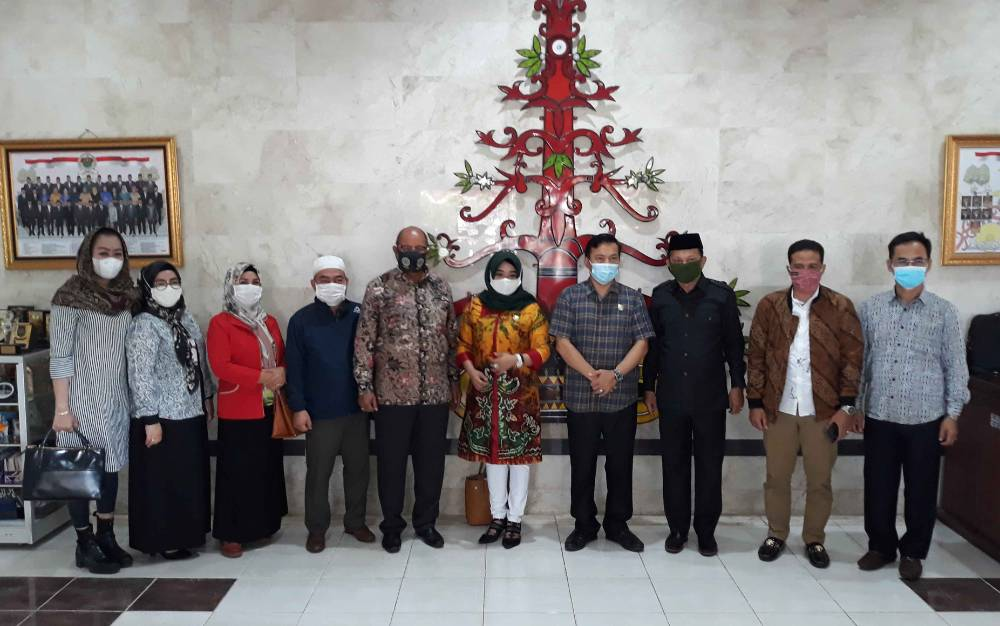 Anggota DPRD Kapuas menerima kunjungan anggota DPRD Hulu Sungai Utara, Senin, 5 April 2021.