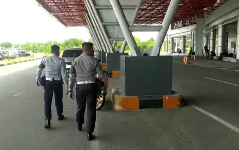 Tim saat melakukan pengecekan dan pengawasan di Bandara Tjilik Riwut