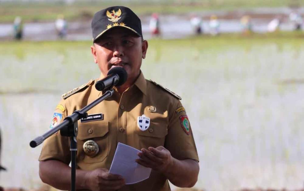 Gubernur Kalimantan Tengah, Sugianto Sabran di lokasi food estate Dadahup, Kabupaten Kapuas, Selasa, 6 April 2021. (foto : Istimewa)
