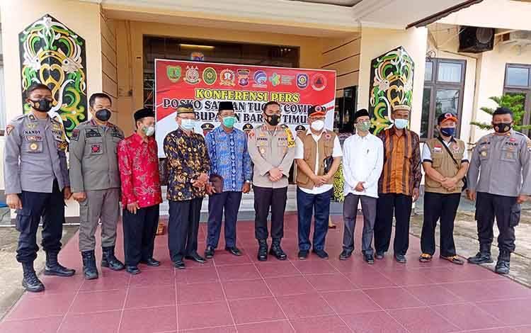 Foto bersama usai rapat koordinasi Satgas Penanganan Covid-19 Barito Timur.