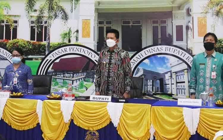 Bupati Barito Utara, H Nadalsyah saat mengikuti Musrenbang RKPD Provinsi Kalimantan Tengah tahun 2021 secara virtual, Kamis, 8 April 2021.