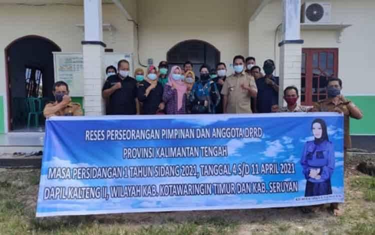 Legislator Kalteng dari Komisi IV, Rizki Amalia Darwan Ali saat melaksanakan reses di Desa Sembuluh I.