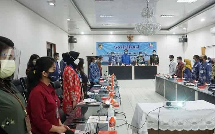 Wakil Bupati Barito Utara, Sugianto Panala Putra didampingi Sekda Jainal Abidin saat memimpin sosialisasi penyertaan modal pemkab kepada Bank Kalteng, Kamis 8 April 2021.