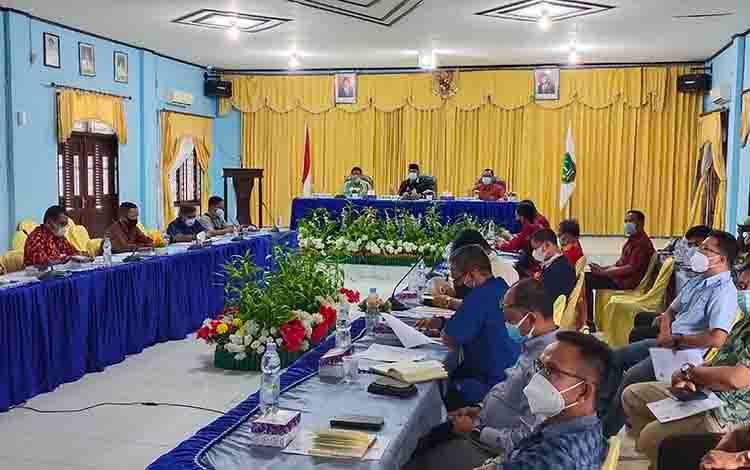 Rapat persiapan pendirian Program Studi Di Luar Kampus Utama (PSDKU) Politeknik Negeri Pontianak di Kabupaten Sukamara.