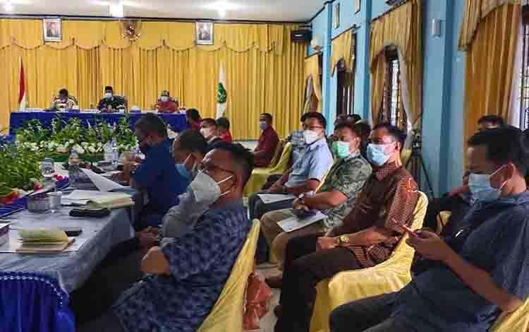 Rapat persiapan pendirian Program Studi Diluar Kampus Utama (PSDKU) Politeknik Negeri Pontianak di Kabupaten Sukamara, Kamis, 8 April 2021.