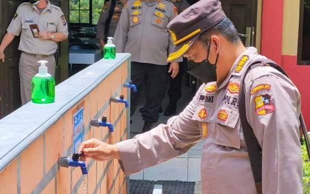 Tim Supervisi Lemdiklat Polri mengecek sarana dan prasarana penerapan protokol kesehatan di SPN Polda Kalteng, Kamis, 8 April 2021.