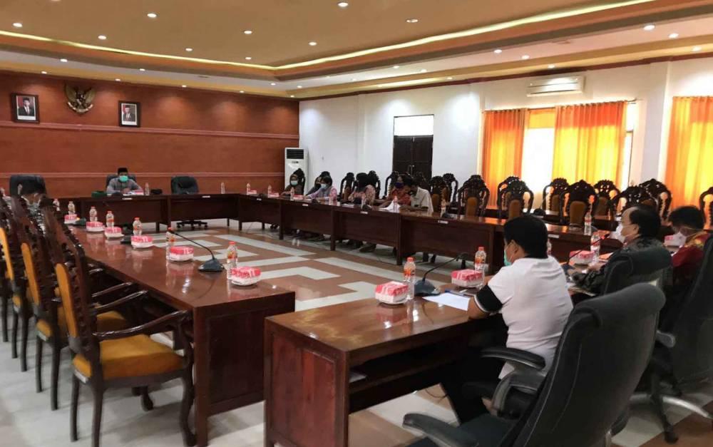 Suasana saat Komisi I DPRD Kapuas gelar RDP di ruang rapat gabungan dewan pada Jumat, 9 April 2021.
