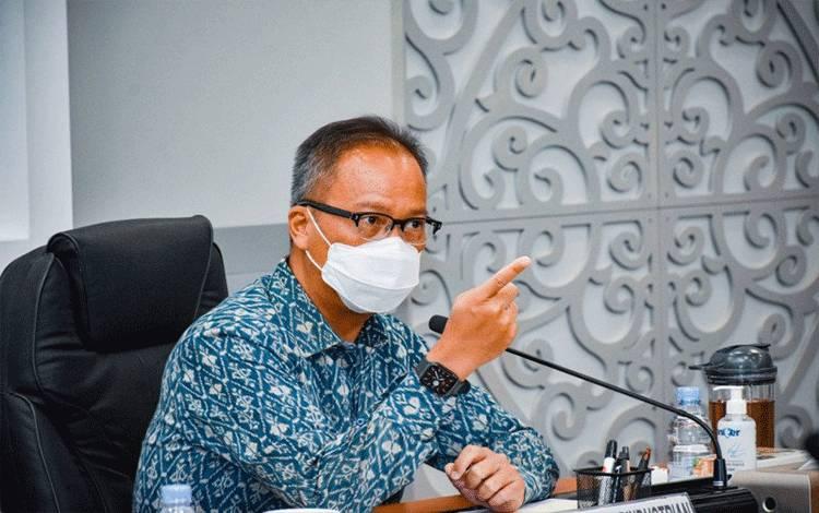 Menteri Perindustrian Agus Gumiwang Kartasasmita saat menggelar Konferensi Pers menjelang perhelatan Hannover Messe 2021 secara virtual di Jakarta, Jumat (9/4/2021). (foto ; ANTARA/HO-Biro Humas Kementerian Perindustrian)