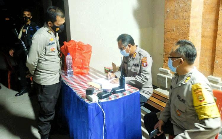 Bantuan dari Polda Kalteng diterima oleh Polda Bali untuk disalurkan selanjutnya ke lokasi bencana di NTT.