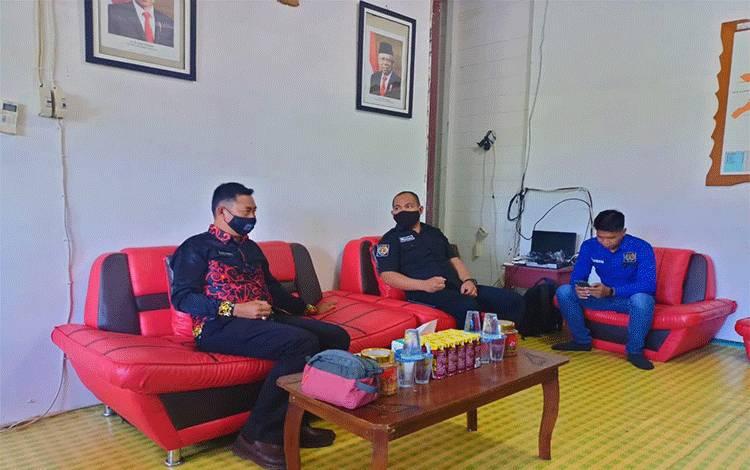 Camat Permata Intan Nizam Chandrapati saat menerima kunjungan silaturahmi pengurus dan anggota PWI Mura.
