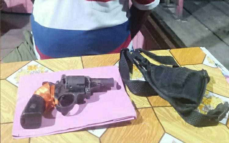 Senjata api yang diamankan Satreskrim Polres Kapuas dari pelaku SB