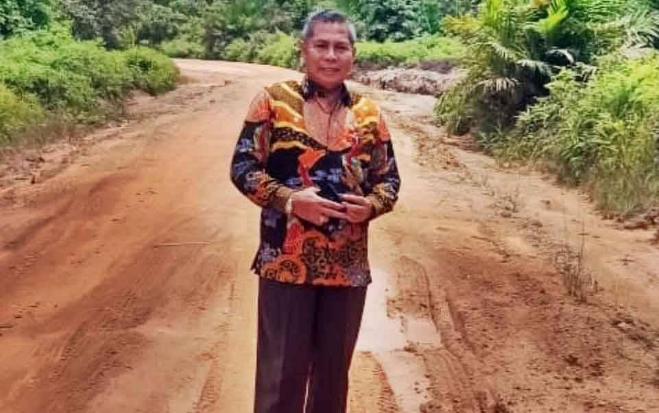Aggota DPRD Kalteng, H Sudarsono saat meninjau ruas jalan penghubung Simpang Bangkal-Telaga Pulang-Kuala Pembuang.