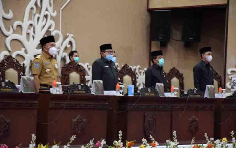 Gubernur Kalteng, Sugianto Sabran menghadiri rapat paripurna ke 9 masa persidangan DPRD Kalteng, Senin, 12 April 2021