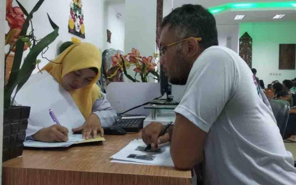 Pelayanan pengurusan dat kependudukan di Kantor Disdukcapil Kota Palangka Raya