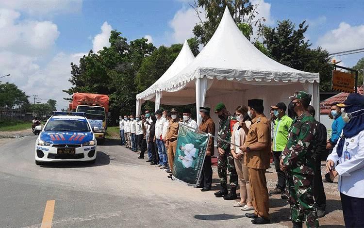 Keluarga Besar H Abdul Rasyid dan Hj Nuriyah Salurkan Beras Zakat ke 9 Kabupaten/Kota di Kalteng.