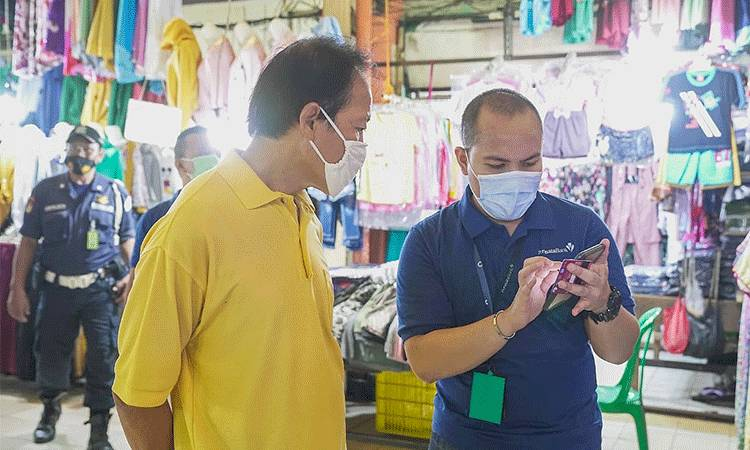 Penggunaan cashless PermataQR di pasar tradisional dan Usaha Mikro Kecil Menengah (UMKM).