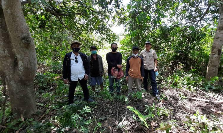 Tim saat melakukan survey calon lokasi percontohan suaka perikanan buatan di Kabupaten Kapuas.