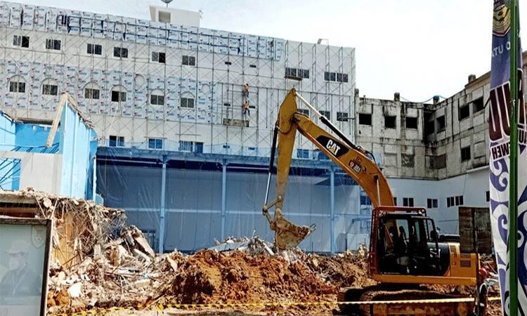 Proses pembongkaran gedung lama atau gedung Poli Eksisting RSUD Muara Teweh.