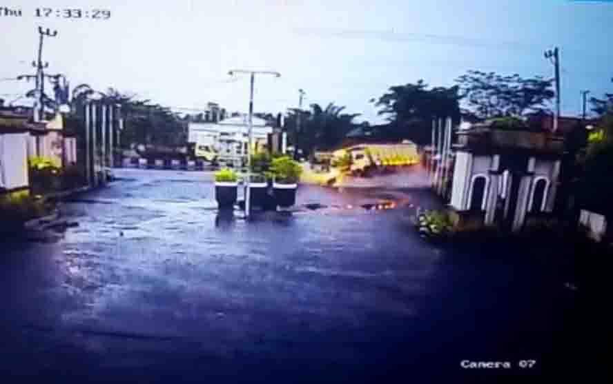 Kecelakaan tunggal yang terjadi di depan Hotel Werra